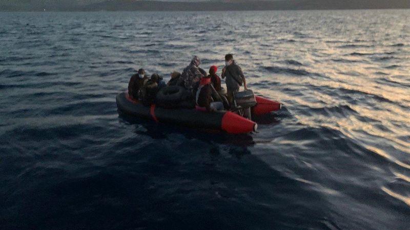 Çanakkale açıklarında Yunanistan unsurlarınca Türk kara sularına itilen 12 düzensiz göçmen kurtarıldı