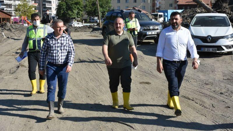 Sanayi ve Teknoloji Bakanı Varank, selin yaşandığı Bozkurt ve Abana'da incelemede bulundu