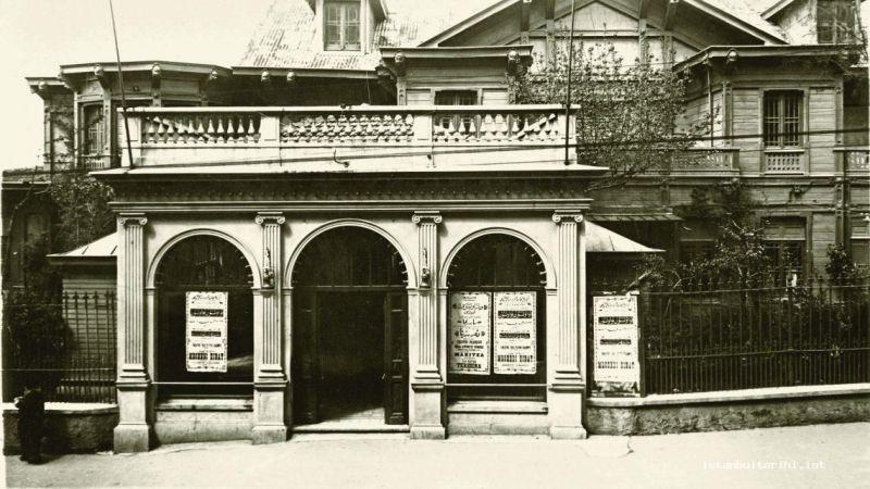 1923 ve 1950 arası tiyatro yazarları ve eserleri nelerdir?
