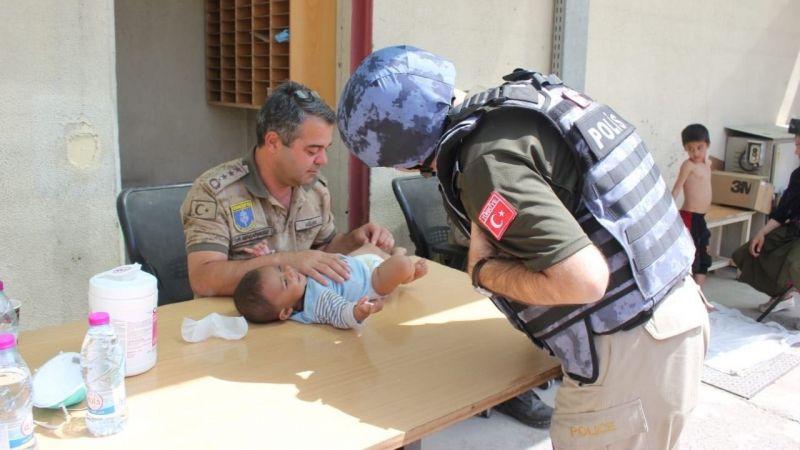 MSB, Kabil'de çocuklara yardım eli uzatan Türk askerinin fotoğraflarını paylaştı