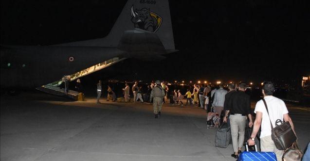 Kabil'deki 379 Türk vatandaşı 'uçan kale' ile tahliye edildi