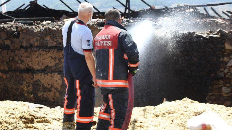 Ankara'da çıkan yangında 3 ev ve samanlıkları kullanılamaz hale geldi