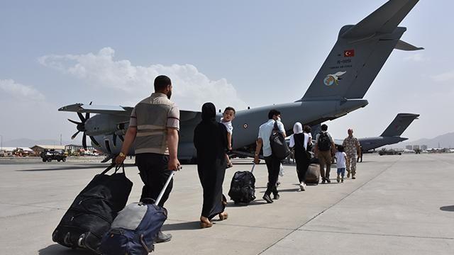 """Kabil'deki 229 Türk vatandaşı daha """"uçan kale"""" ile tahliye edildi"""
