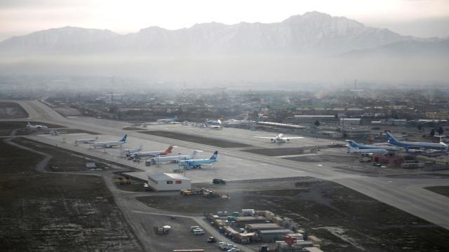Kabil'den kalkış yapan İtalya'ya ait bir askeri uçağa ateş açıldı