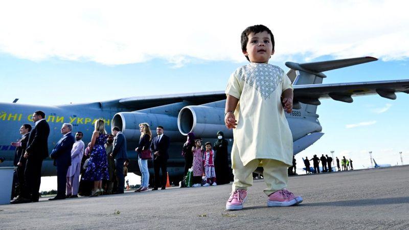 Afganistan'dan 3 tahliye uçağı Ukrayna'ya geldi