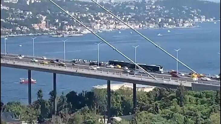 Köprüde metrobüs arızası trafiği kilitledi