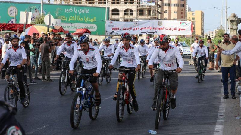 İşgalci İsrail'in ablukası altında olan Gazze'de engelliler için bisiklet yarışı düzenlendi
