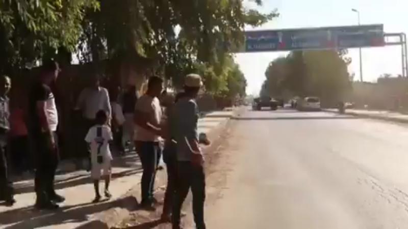 Suriye'de YPG/PKK terör örgütünün işgalindeki Tel Temir beldesinde Rus askeri konvoyu taşlandı