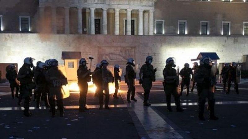 Yunan polisi protestocu gençlerle çatıştı