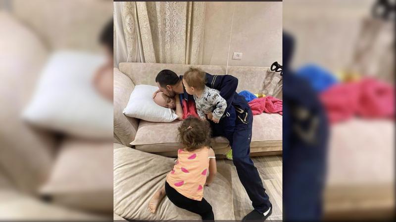 İşgalci İsrail'in gözaltına aldığı Filistinli babanın kanser hastası çocuğuyla vedalaştığı an yürekleri dağladı