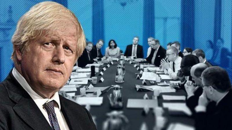İngiltere'de deprem! Başbakan Boris Johnson iki bakanı görevden aldı