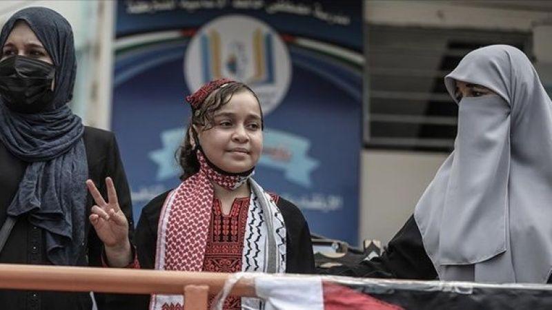 İsrail saldırılarıyla bacağını kaybeden küçük kız Filistin'e döndü
