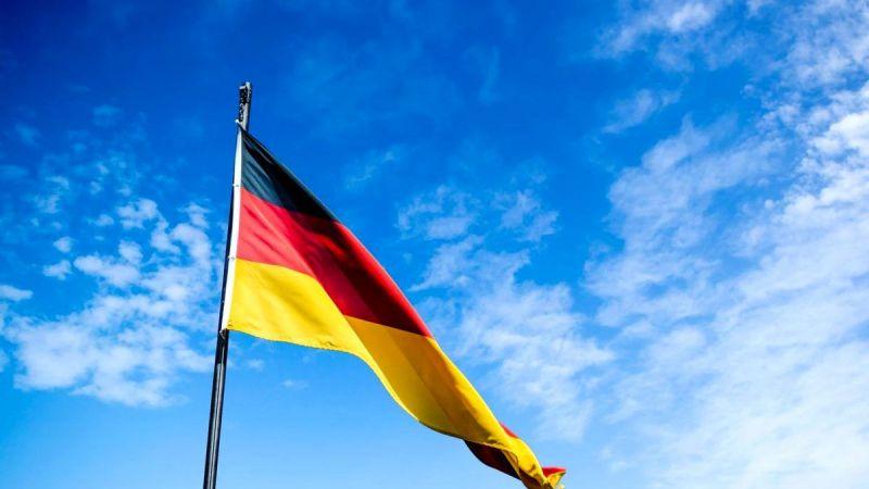 Almanya'da 18 yaş üstü kişilerin genel seçimde oy kullanabilmesi için gösteri yapıldı