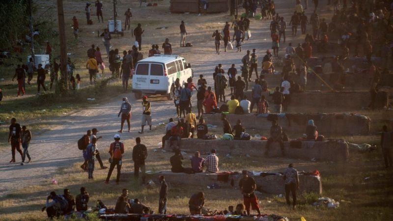 2 bin Haitili göçmen kaçak yollarla Teksas'a geldi