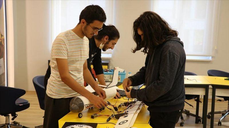 Yalova'da öğrenciler, afetlere karşı yapay zekalı model uçak geliştirdi