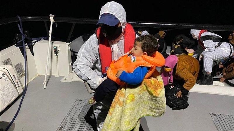 İtalyan gazetesi, Yunanistan'ın düzensiz göçmenleri geri itmesini işledi
