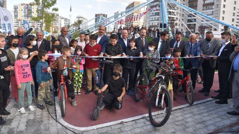 Selçuk'luda bisiklet ve kaykay parkı açıldı