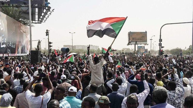 Sudan'daki darbe girişimi sahte mi?