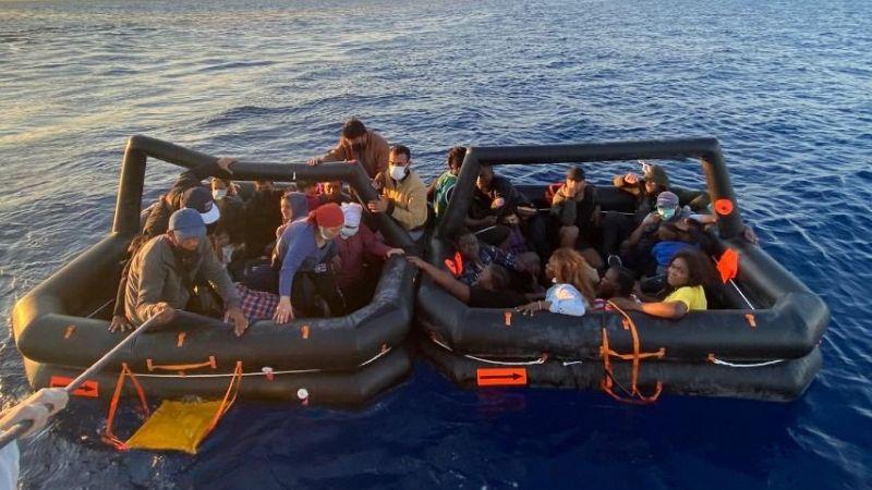 Marmaris'te Yunan unsurlarınca Türk kara sularına itilen 48 düzensiz göçmen kurtarıldı