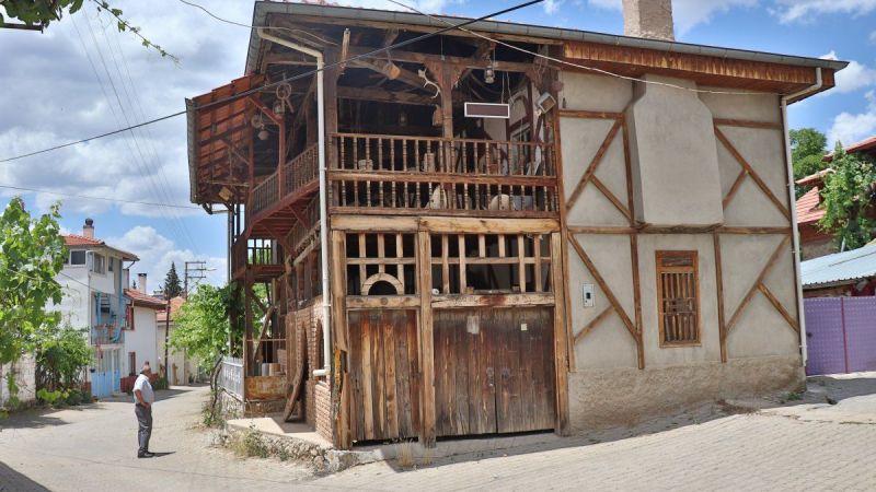 Baba ocağına dönen gurbetçi, köyüne müze kurdu