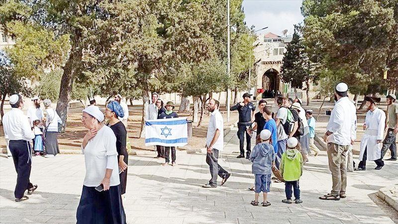 Harem-i Şerif'te İsrail bayrağı | Müslümanlar için utanç!