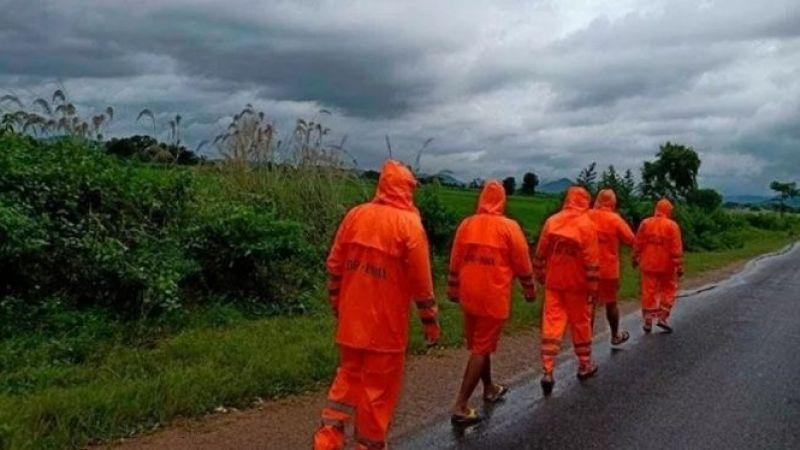 Hindistan'da şiddetli yağışların yol açtığı felaketlerde 17 kişi hayatını kaybetti