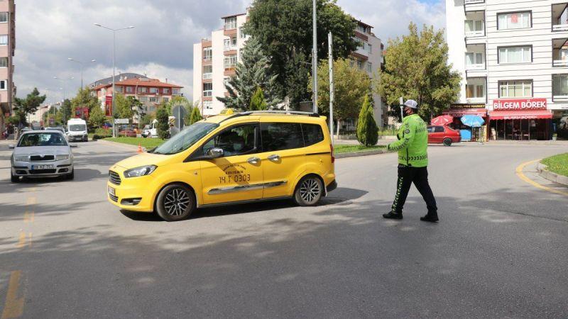Trafik ekipleri, taksimetre açmayan sürücülere ceza kesti