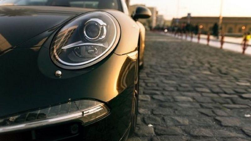 Türkiye'de otomobil satışları düştü, lüks ve spor araç satışları ise yükseldi