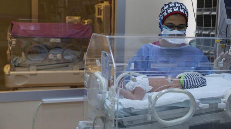 Bebekler korona virüs sebebi ile hastaneye kaldırıldı