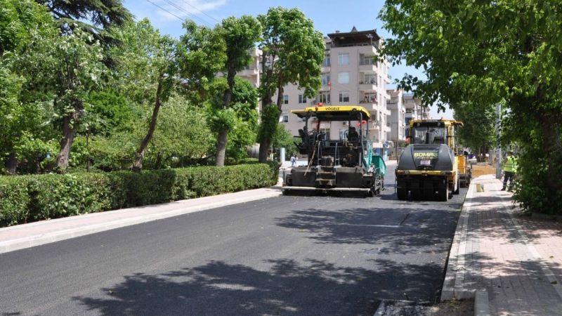 Körfez Denizciler Caddesi'nde aşınma asfaltı serimine başlandı