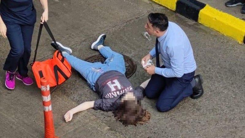 AVM'nin terasına çıkan genç kız aşağı atladı