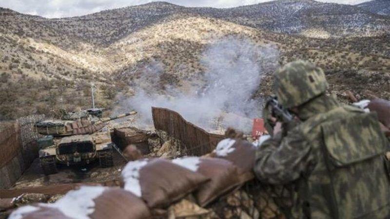 Mehmetçik teröristlere ait hedefleri ateş altına aldı