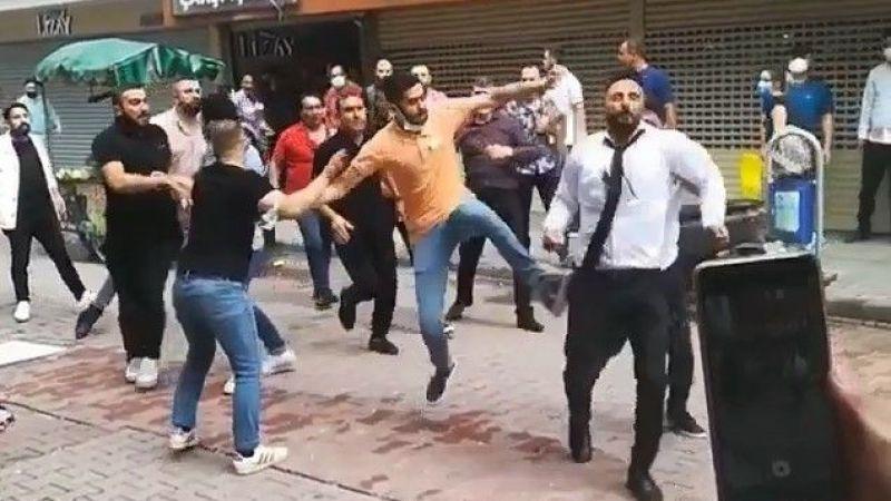 Kuyumcuların kavgası büyüdü iki grup sokak ortasında birbirine girdi