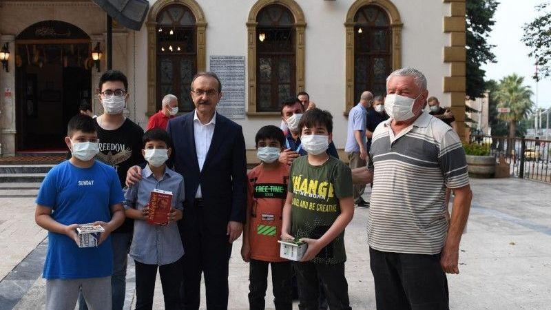 Vali Yavuz Bayram Namazı Sonrası Vatandaşlarla Bayramlaştı