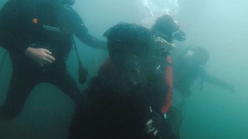 Bakan Pakdemirli, Marmara Denizinde dalış yaparak hayalet ağ çıkardı