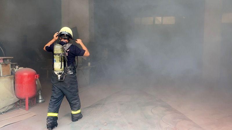 Kimya fabrikasının deposunda yangın çıktı