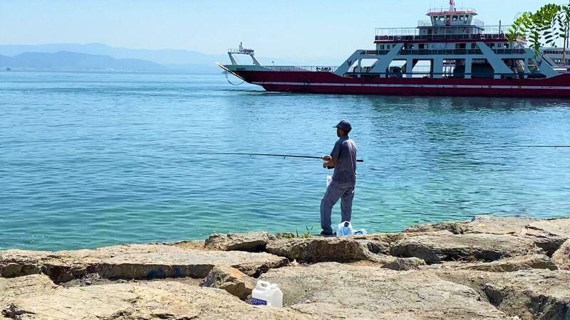 Gebze'de balıkçılar deniz altındaki müsilajdan şikayetçi