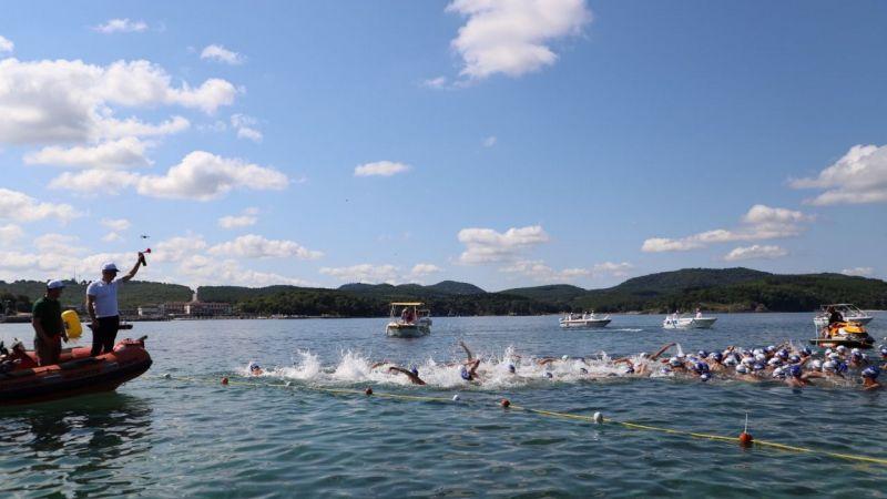 Açık Su Yüzme Yarışında derece yapan sporculara ödülleri verildi