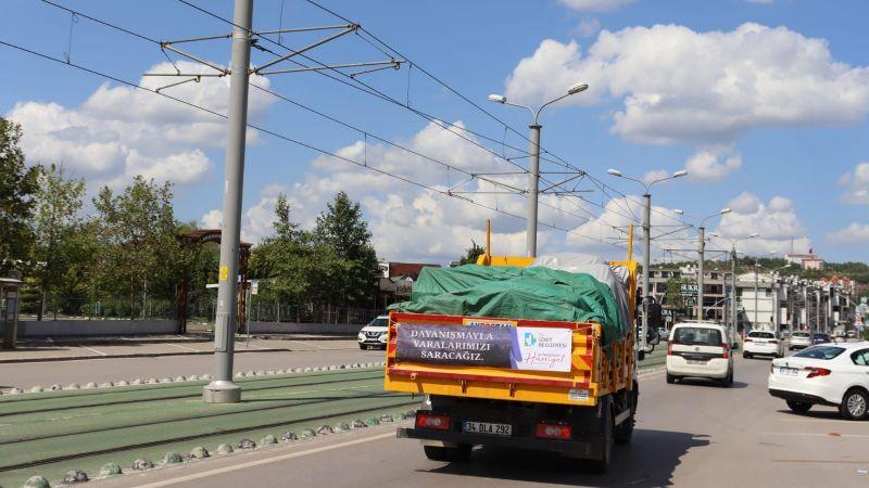İzmit Belediyes'inin yardım kamyonu Kastamonu'ya doğru yola çıktı