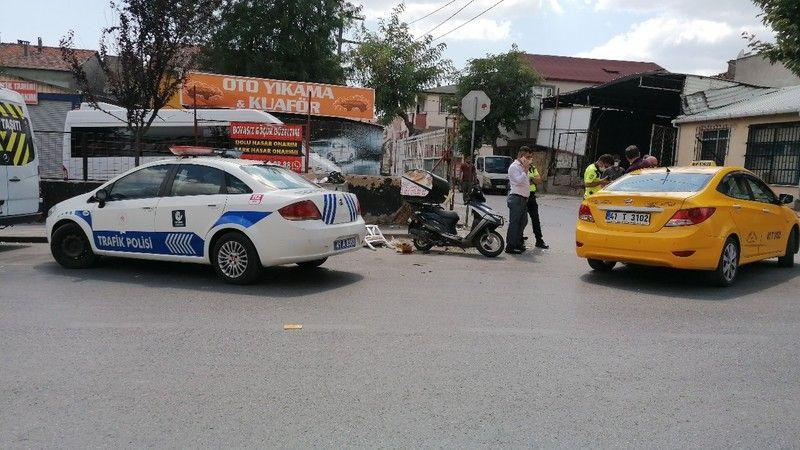 Ticari taksi ile çarpışan kurye yaralandı