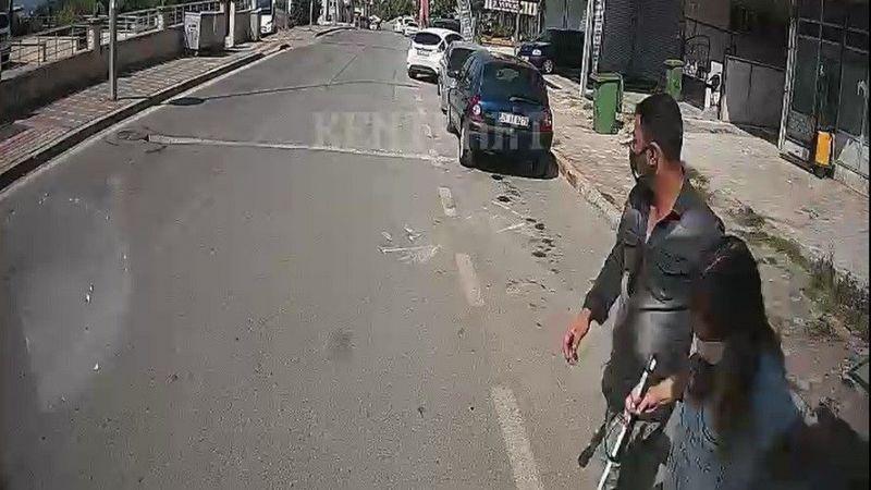 Otobüsü durdurdu! Görme engelli yolcuya yardım etti