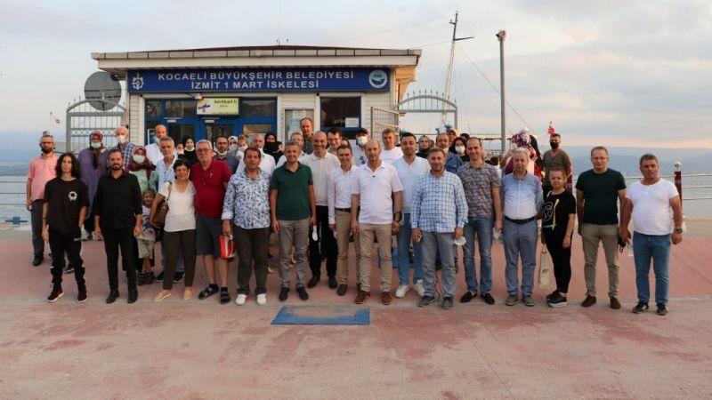 Muhtarlar İzmit Körfezi'nde mehtap turuna çıktı