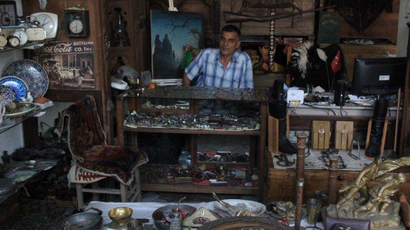 Merakı antika dükkanı açtırttı! 40 yılda 400'ün üzerinde jeton biriktirdi