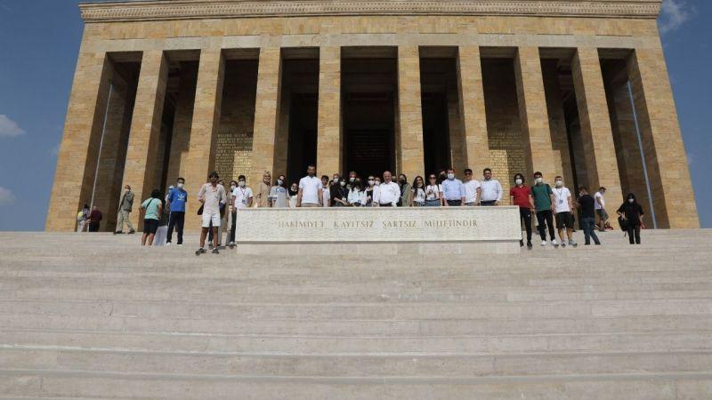 Darıcalı gençler Başkan Bıyık ile Anıtkabir'e yürüdü
