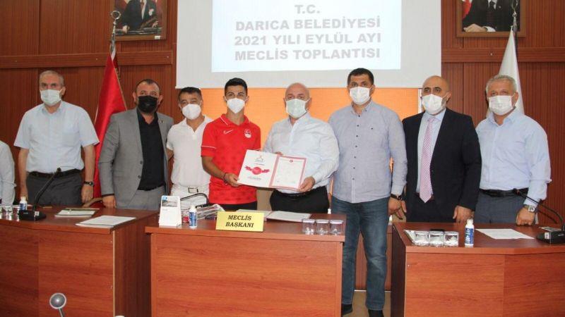 Darıca Belediyesi, Eray Şamdan'a daire hediye etti