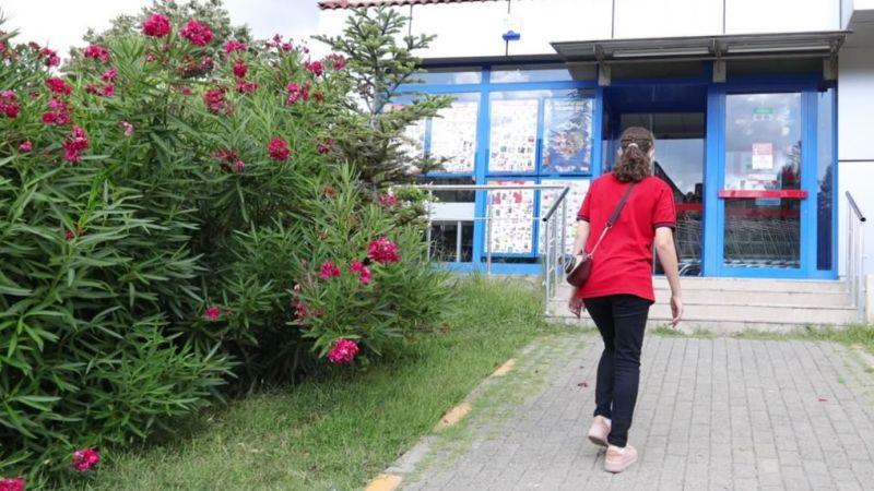 Cemil Meriç Engelsiz Yaşam Merkezi'nde eğitim alan genç kız iş başı yaptı