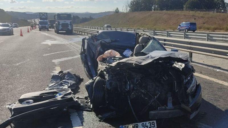 Kocaeli'de feci kaza! Otomobil ile mermer yüklü kamyon çarpıştı