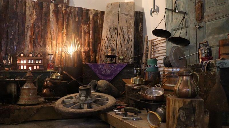 Çocukluk tutkusu, kentin ilk mağaza konseptli antika dükkanını açtırttı