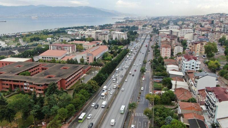 Yüz yüze eğitimin ilk gününde Kocaeli'de trafik felç oldu