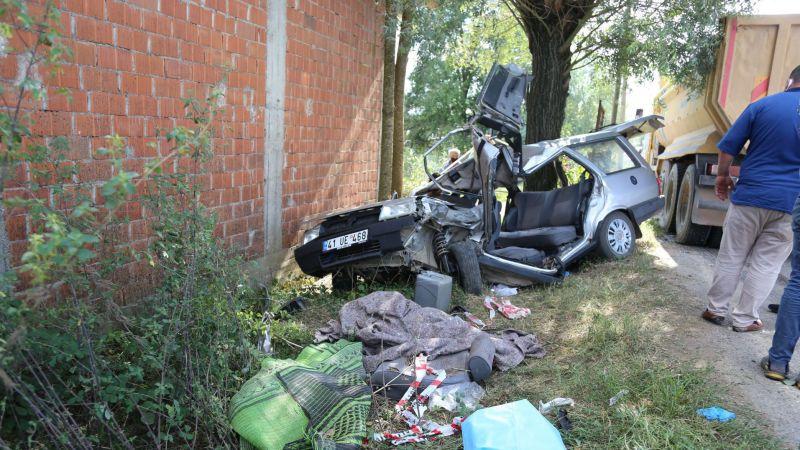 Hafriyat kamyonu ile otomobil çarpıştı: 1 ölü, 3 yaralı